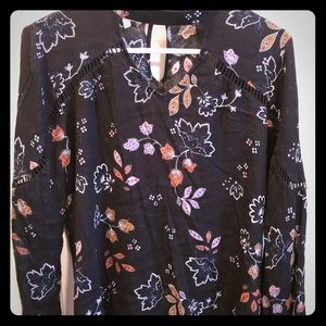 Great black keyhole blouse with floral pattern